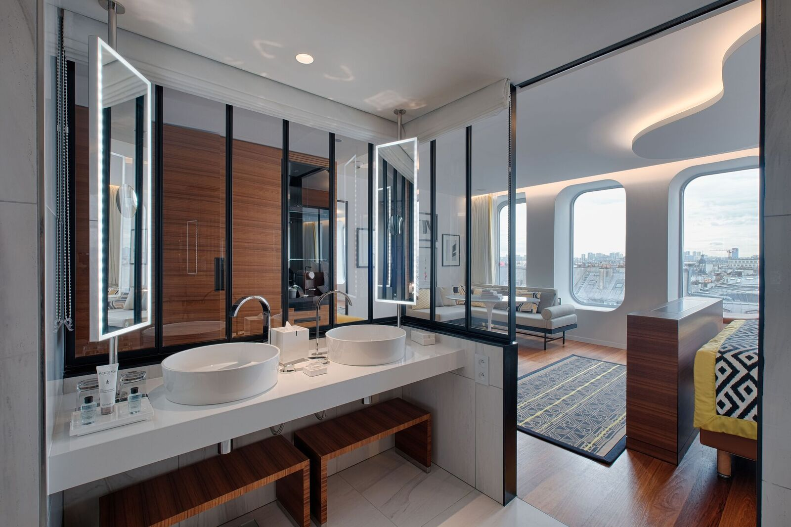 h tel renaissance paris r publique. Black Bedroom Furniture Sets. Home Design Ideas
